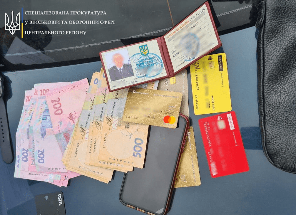 У аеропорту «Бориспіль» прикордонника спіймали на передачі хабара за сприяння незаконному проникненню в Україну – Резонанс – о коррупции, взятках, судьях, власти