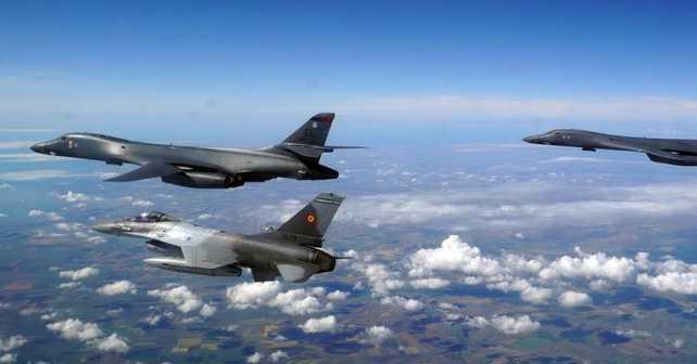 Украинские истребители впервые сопровождали бомбардировщики США над Черным морем